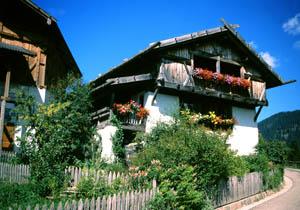 Der bäuerliche Lebensraum ist in Deutschnonsberg noch sehr ausgeprägt.
