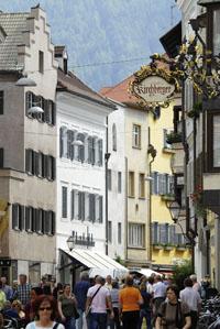 Stattliche Häuser laden zu einem Bummel in der Innenstadt ein. Foto: Udo Bernhart