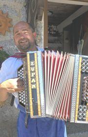 Musik, Gesang und Zieharmonika wird noch in einigen Törggelen-Schenken gepflegt, Foto: TV Schenna