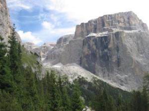 Der Sella-Stock, einer der beliebtesten und imposantesten Berge in den Dolomiten, Foto: Heiner Sieger
