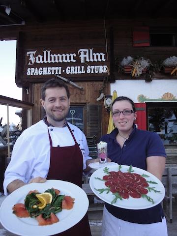Auf der Fallmur Alm in Karersee werden reihenweise kulinarische Köstlichkeiten aufgetischt. Foto, Heiner Sieger
