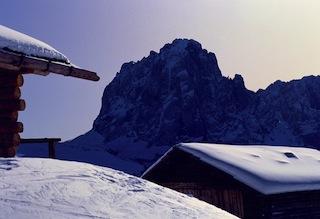 Der Langkofel, Grödens Wahrzeichen, begleitet mit seinem mystischen Anblick das Rockspektakel auf Wolkensteins Hütten, Foto: Tourist Office Val Gardena