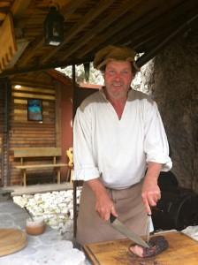 Burgherr Roman Perfler tischt am liebsten einfache mittelalterlich geprägte Küche auf, Foto: Heiner Sieger