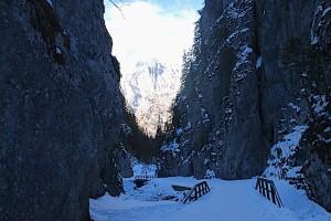 Gänsehaut-Schlucht mit Eisfelsen und spektakulären Ausblicken: Der Serrai di Sottoguda, Foto: Heiner Sieger