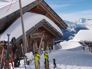 Die Fleckner-Hütte im Skigebiet von Ratschings auf exakt 2100 Metern lädt ein zum Einkehrschwung.