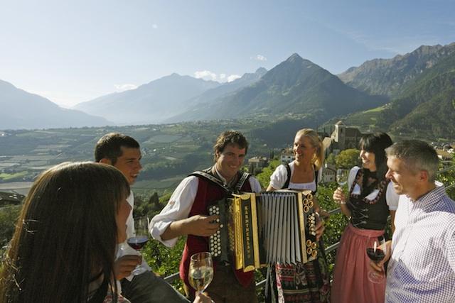 """Regionale Kuche und Musik bei Schennas """"Dorfkuchl"""", Foto-Tourismusverein Schenna"""
