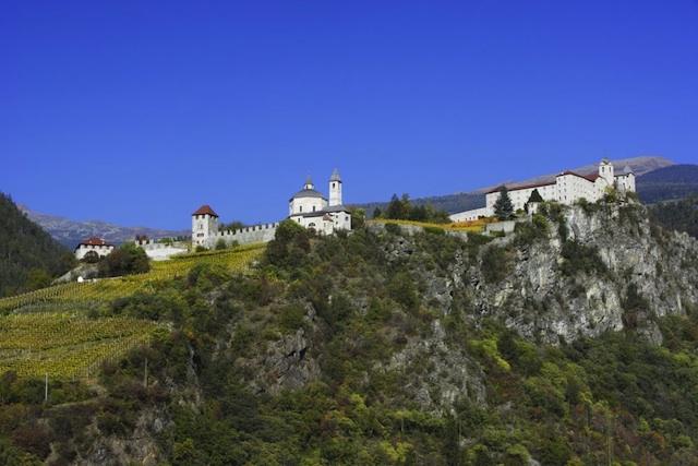 Auch rund um das Kloster Säben im Eisacktal lässt sich spirituell Wandern, Foto: _VABozen