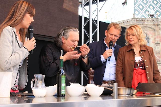Showkochen auf dem Waltherplatz; Foto: Heiner Sieger