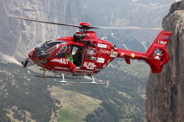 Unterwegs zur nächsten Bergrettung: Die Helfer von Aiut Alpin, Foto: Aiut Alpin