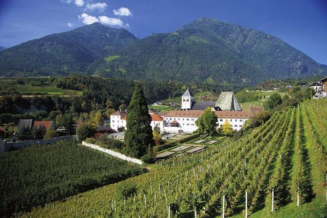 Der Eisacktaler Wein-Wanderweg führt von Brixen bis zum Kloster Neustift
