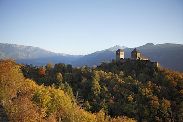 Die Burgen  bei Lana laden zu Veranstaltungen rund um die Kastanie, Foto: Frieder Blickle