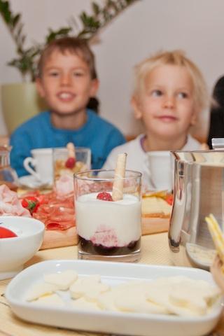 Frühstücken ohne Zeitdruck ist für viele Urlauber das Größte. Foto: Thalhofer Hof, Klausen/Latzfons