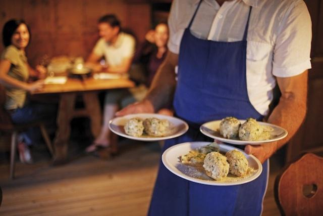 Knödel sind aus der Südtiroler Gastronomie nicht wegzudenken, Foto: Frieder Blickle, smg