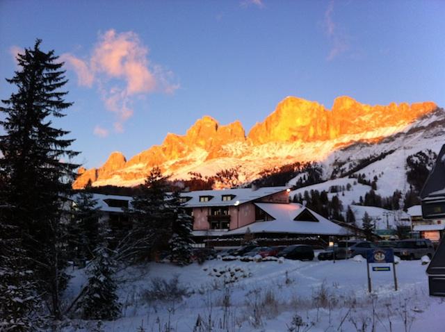 Enrosadira am Rosengarten: Am Spätnachmittag glühen die Dolomiten in König Laurins Reich, Foto: Heiner Sieger