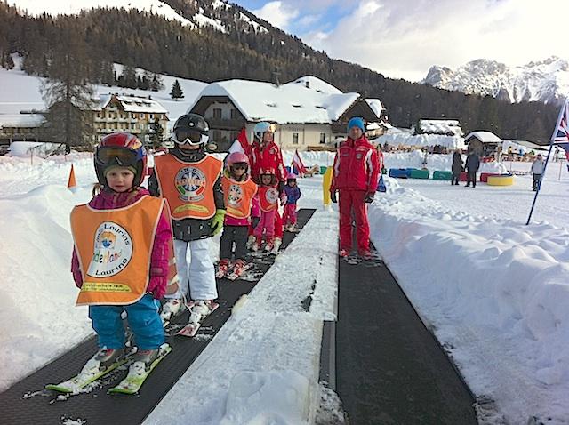 Skizwergerl in der Laurin-Skischule; Foto: Heiner Sieger