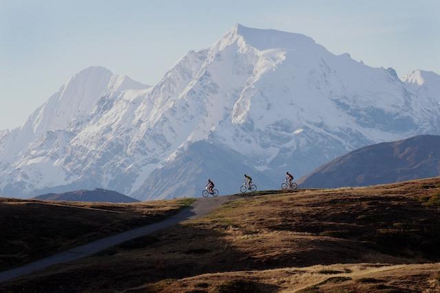 """Südtirols höchster Gipfel ist Namensgeber des """"Ortler Bike Marathon"""" durch den oberen Vinschgau im Westen des Landes. Foto: Ortler Bike Marathon/Sabine Jacob"""