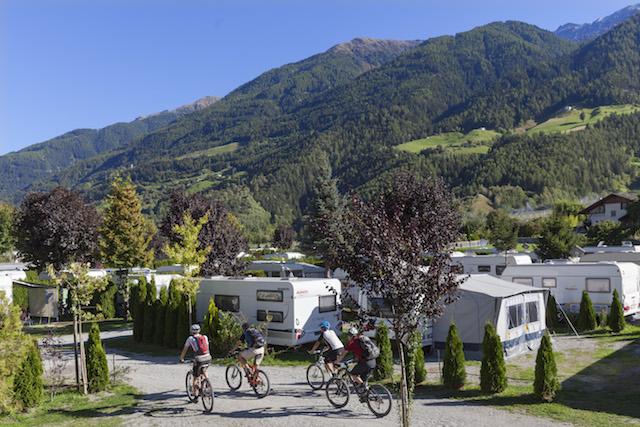 Auf elf Campingplatzen im Sudtiroler Vinschgau wird jeder Anspruch an den Outdoor-Urlaub erfullt – von einfach bis komfortabel. Foto: Vinschgau Marketing/Frieder Blickle