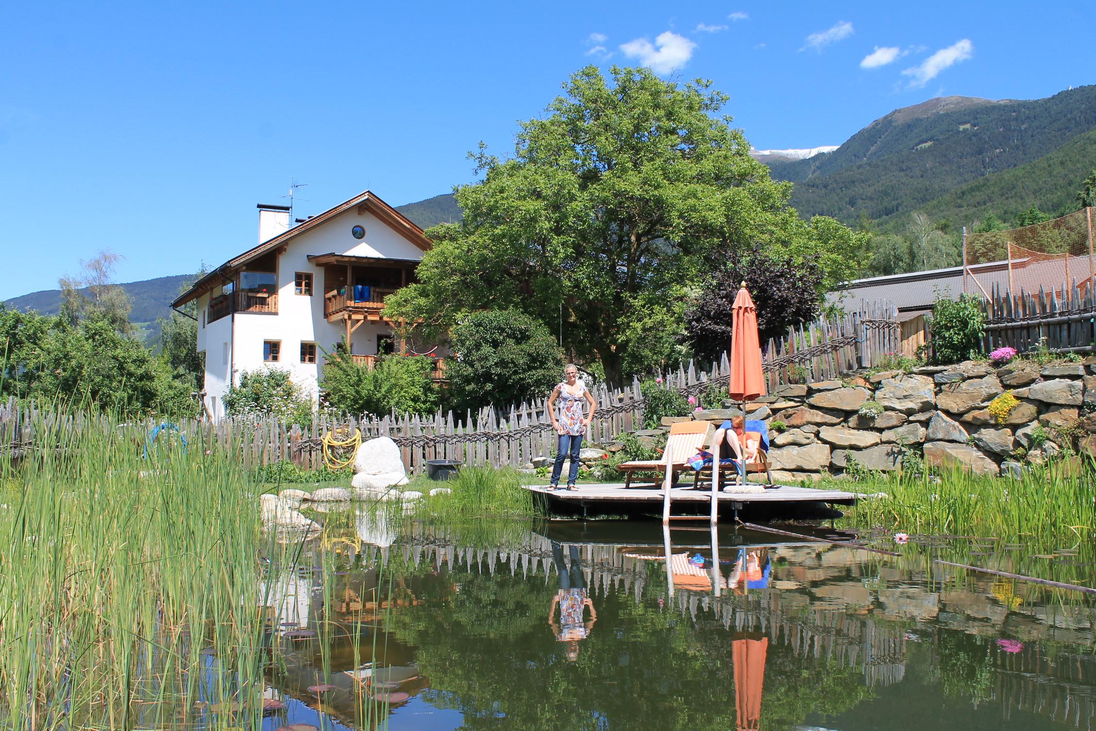 Bäuerin Anna Jocher setzt am Frötscherhof auf die gesundeheitsfördende Kraft des Wassers, Foto: Heiner Sieger