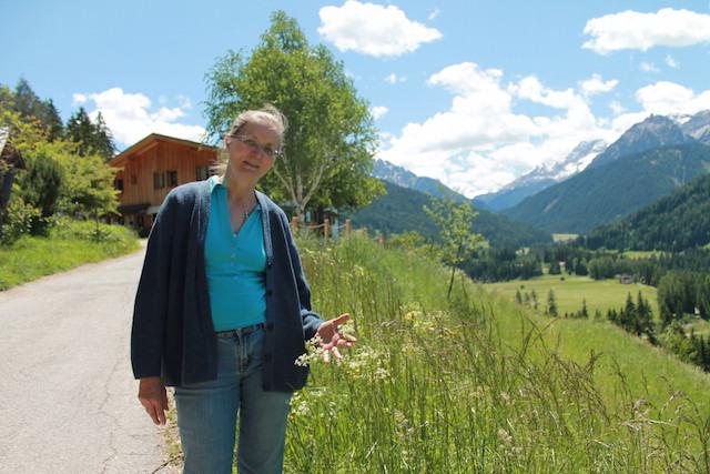 Maria Theresia Mairhofer vom Untersteiner Hof kennt mehr als 300 Kräuter, Foto: Heiner Sieger