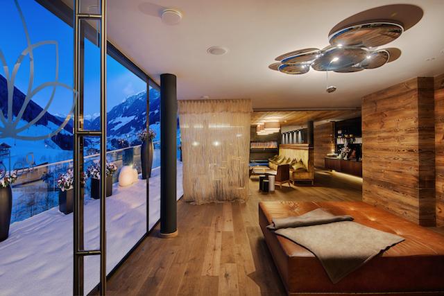 grandiosen 3000-Quadratmeter-Wellnesslandschaft mit sieben Pools und ebenso vielen Saunen, Foto: Belvita-Hotel Alpenschlössl und LInderhof
