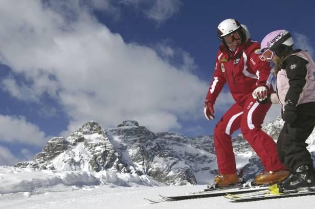 Von der Skischule und dem Familienskiberg bis hin zu Kids-Ski-Cross und Skilehrpfad – das Hochpustertal ist bei Familien sehr beliebt; Foto: TVB Hochpustertal/Helmuth Rier