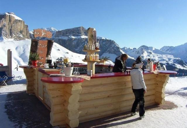 In der regel ein sonniges Plätzchen - die Bar der Riffugio Salei; Foto: Riffugio Salei