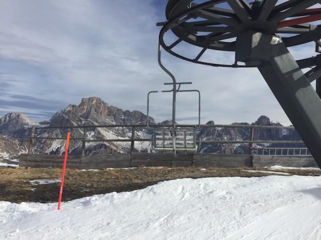 Schöne Berge, alte Sessel – in San Martino di Castrozza drehen sich die Lifte noch langsamer als anderswo, Foto: Heiner Sieger/schönessüdtirol.de