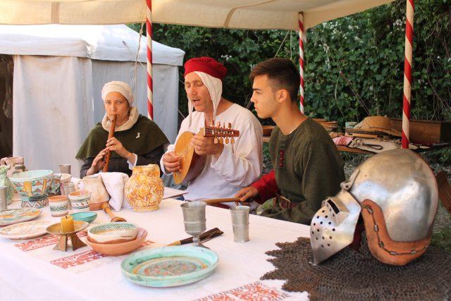 Mittelalterliche Bräuche erleben die Gäste bei der Castelronda hautnah, Foto: Heiner Sieger