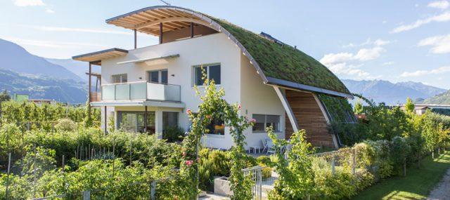 """""""Das Dach ist wie eine Umarmung"""" - der Sandwiesenhof in Gargazon."""