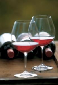 """Nur feinste Vinschger Tropfen werden beim """"Weinsommer"""" kredenzt. Bildnachweis: Export Organisation Südtirol/Frieder Blickle"""