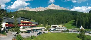 Sowohl im Winter als auch im Sommer ist das Sporthotel Obereggen der ideale Ausgangspunkt für allerlei Unternehmungen.