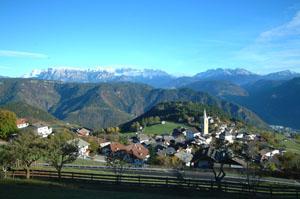 Hoch über Bozen liegt das malerische Dorf Jenesien. Foto: Tourismusverein Jenesien