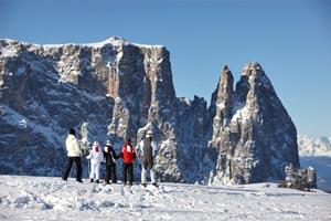 Ein Wintermärchen wie es schöner nicht sein kann: die Seiser Alm mit Lang- und Plattkofel.
