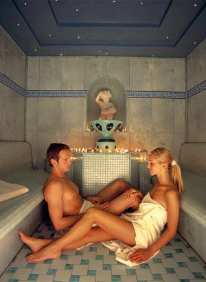 Entspannung pur findet der Gast im Sanarium mit Kräuter- und Aroma-Aufguss.