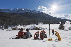 Pause mit Gratis Solarium während der Schneeschuh-Wanderung, die direkt am Karerhof startet, Foto: Frieder Blickle, Roter Hahn