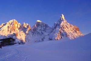 Schroffe Felsgebilde sind ein Merkmal der Dolomiten - Foto: Tourismusverein Fassatal