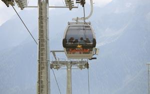 Genau acht Minuten benötigt die Kabinenbahn von Kuppelwies ins Skigebiet.