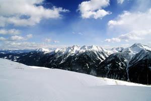 Von der Schwemmalm hat man bei gutem Wetter eine hervorragende Sicht auf zahlreiche Dolomiten-Schönheiten.