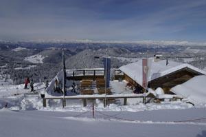 Die Paoliona-Hütte lädt zu einer Rast ein, des herrlichen Blicks wegen oder einer Südtiroler Brotzeit.