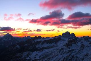 Naturschauspiel Sonnenaufgang: Alle paar Minuten ändern sich Licht und Szenario, Foto: Heiner Sieger