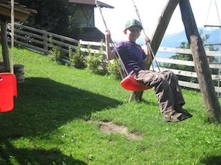 Spielen macht Spaß auf dem Bauernhof in Südtirol, Foto: Heiner Sieger