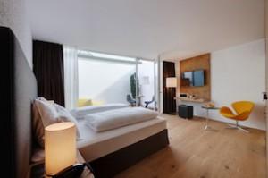 Terrassenzimmer Vanille: Edle Materialien und moderne Gemütlichkeit, Foto:oneauer