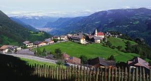 Das Dorf Steinegg hat allerhand zu bieten, unter anderem auch einen herrlichen Blick nach Bozen.
