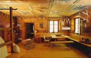 Das Museum in Steinegg zeigt, wie die Bevölkerung von 200 Jahren und länger lebte. Hier eine original erhaltene Bauernstube.