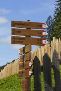 Vorbildliche Wegbeschilderung in Schenna. Foto: Tourismusverein Schenna