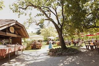 Liegt idyllisch inmitten wunderbarer Natur: Gastgarten Bad Turmbach.