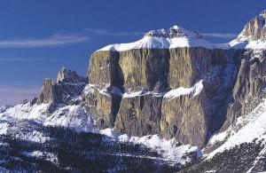 Für die Umrundung des gewaltigen Sella-Stocks sollten Skifahrer einen Tag einplanen. - Foto: Tourismusverband Fassatal