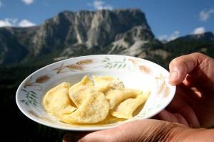 Schlutzkrapfen sind aus der Südtiroler Küche nicht wegzudenken. - Foto: Tourismusverband Alta Badia