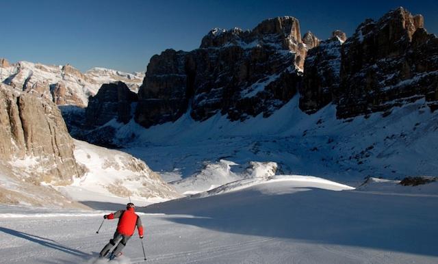 Auf der mit 12 Kilometern längsten Dolomitenabfahrt, der Armentarola, sind die Massive rechts und links der Piste zum Greifen nah, Foto Harald Glaser@skionline.de