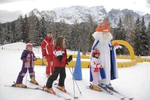 Auf König Laurins Spuren – Kinder sind im Skigebiet Carezza bestens ausgehoben. - Foto: Eggental Tourismus